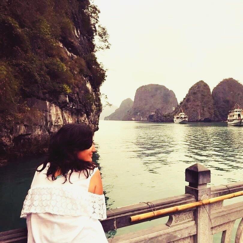 Flavia nella baia di Ha Long. Vietnam