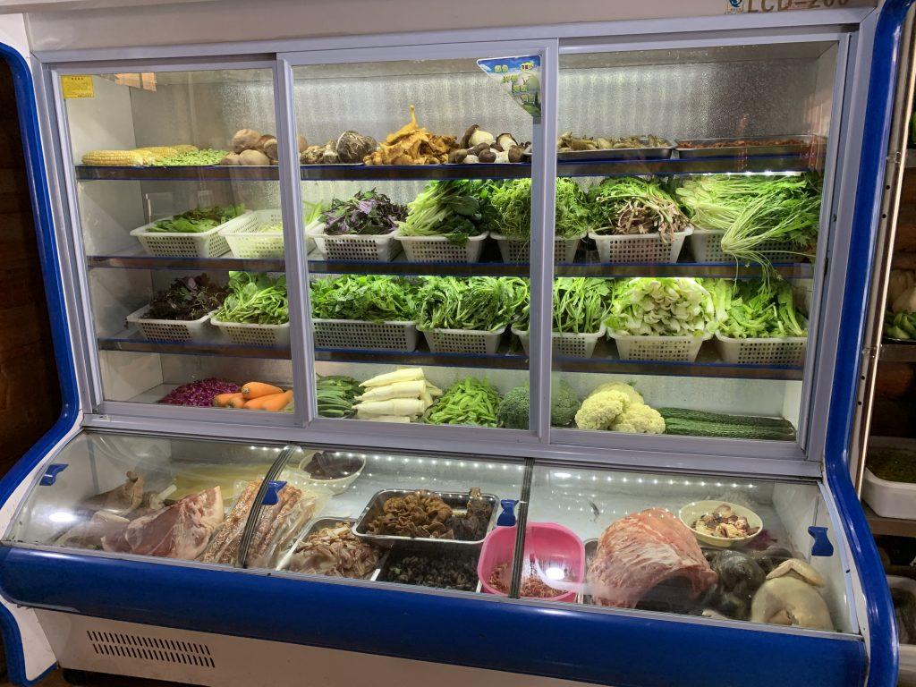 Il frigorifero di un ristorante dello Yunnan