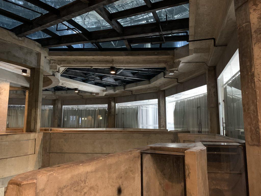 Dentro l'edificio centrale del mattatoio